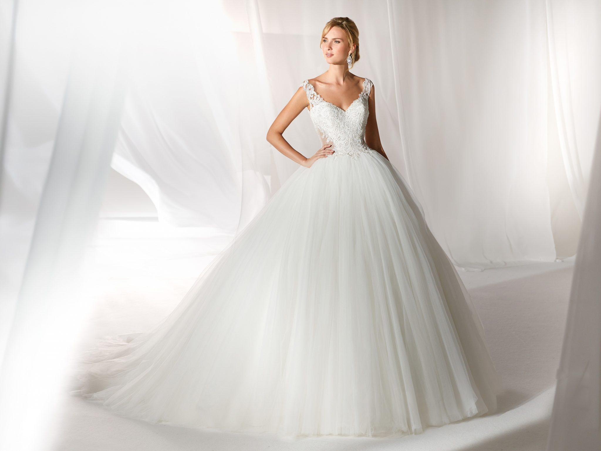 9f8a32e05ae7 abiti da sposa nicole · nicole spose
